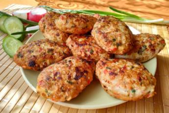 Куриные котлеты — ингредиенты обычные, вкус новый!