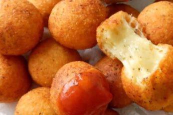 500 г сыра, яйца и мука… Ну почему я не знал раньше, какое чудо получится из этих продуктов! Лучший рецепт домашних пончиков!
