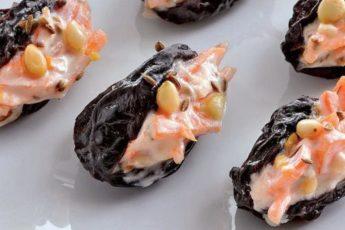 «Пьяный» чернослив с чесночной морковью — пикантная закуска 1